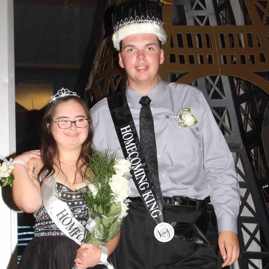 Seniors+Luke+Paugh+and+Ellie+Townshend%2C+the+2019+Homecoming+King+and+Queen+winners%2C+pause+on+the+stairs+on+Main+Street+in+front+of+the+Eiffel+Tower+for+a+photo.%0A