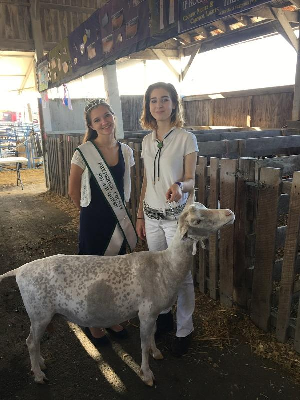 4-H+Queen+Alexis+Thompson+with+Princess+Laura+Dutton+after+showing+Dutton%E2%80%99s+goat+Rosaline.