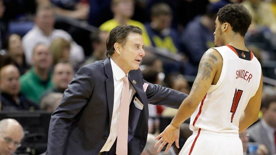 Pitino+coaches+guard%2C+Quentin+Snider+during+the+2017+NCAA+Tournament.%0A