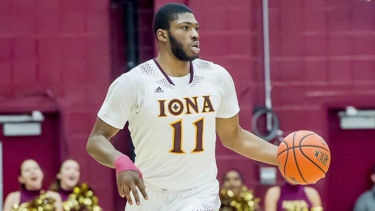 Iona+Forward+Roland+Griffin+dribbles+the+ball+up+the+court.